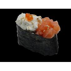 Фирменные суши с лососем